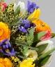 """Букет из ранункулюсов, тюльпанов и ирисов """"Цветовая палитра"""""""