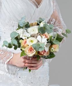Свадебный букет из роз, ранункулюсов и орхидей №212