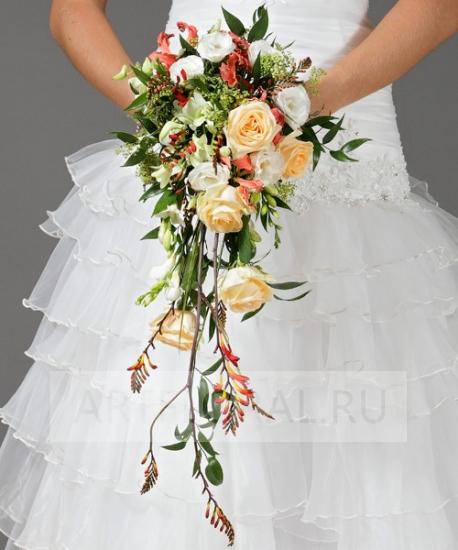 Свадебный букет из роз и фрезий №1