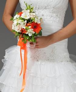 Свадебный букет из роз, фрезий и гербер №10