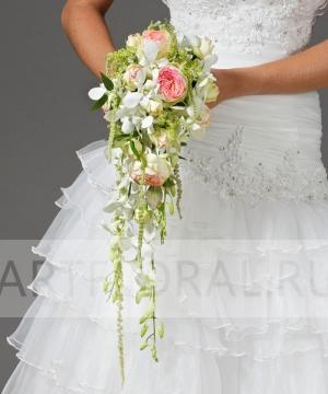 Свадебный букет из кустовой розы №15