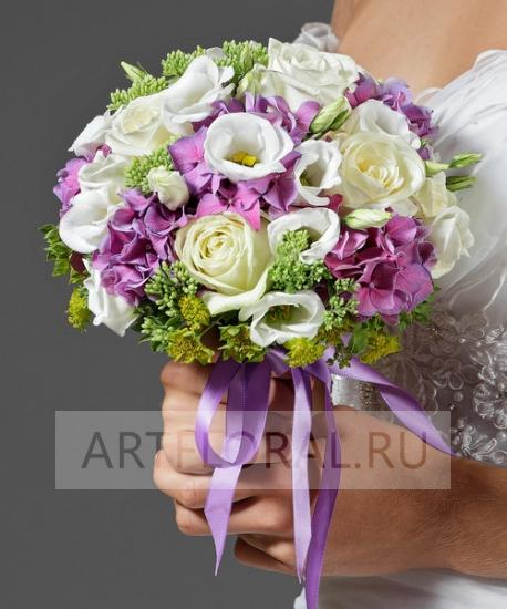 Букет из роз и эустомы свадебный