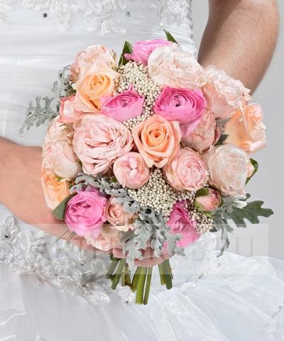 Свадебный букет из ранункулюсов и роз №205