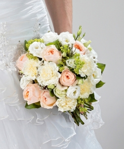 Свадебный букет из пионовидной розы, гвоздики и эустомы №208