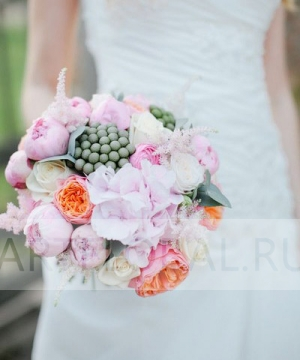 Свадебный букет из пионов и роз №126