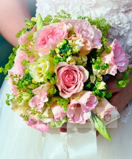 Свадебный букет из роз и эустомы №191