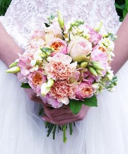 Свадебный букет из пионовидной розы №199